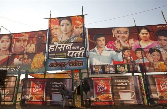 Передвижные кинотеатры в Индии (12 фото)