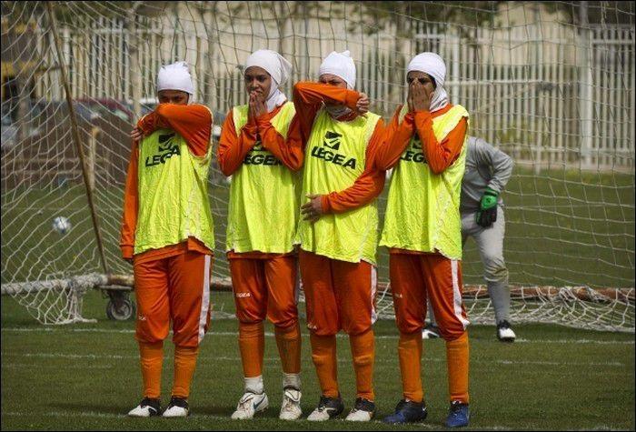 Женская сборная по футболу в Ираке (7 фото)