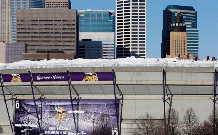Обрушение крыши стадиона в Миннеаполисе (11 фото)