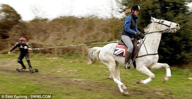 Катание на лошади (3 фото)