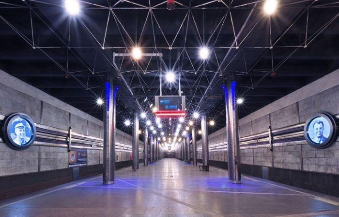 Космическая станция метро в Новосибирске - ко Дню космонавтики (19 фото)