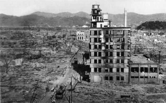 После сброса атомной бомбы на Хиросиму и Нагасаки (49 фото)