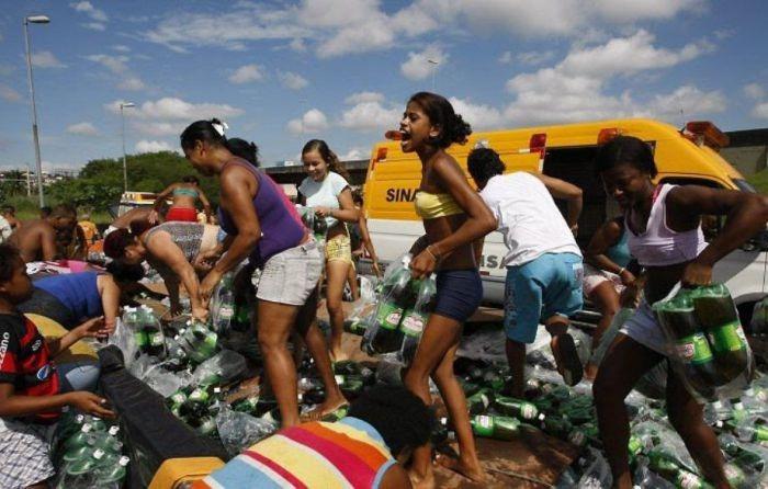 Бесплатная газировка в жаркий день (6 фото)