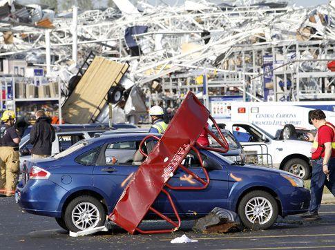 Последствия торнадо (38 фото)